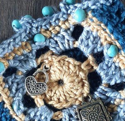 Boho Chic Bracelet - Free Crochet Pattern | Creative Crochet Workshop @creativecrochetworkshop #freecrochetpattern #crochetdecor #bohocrochet #bohemian #crochet