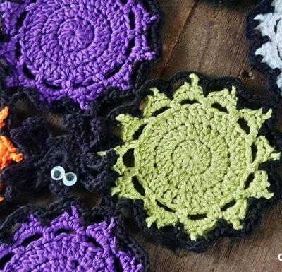 Halloween Color Mash Spider Runner - Free Crochet Pattern | Creative Crochet Workshop #freecrochetpattern #crochet #CALCentral #HalloweenCAL2019 @creativecrochetworkshop
