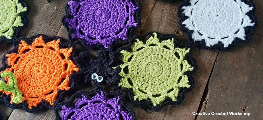 Halloween Color Mash Spider Runner - Free Crochet Pattern   Creative Crochet Workshop #freecrochetpattern #crochet #CALCentral #HalloweenCAL2019 @creativecrochetworkshop