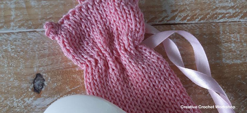 Cute Kitty Soap Saver - Free Knitting Pattern | Creative Crochet Workshop #KALCorner #lionbrand #lionbrandyarn