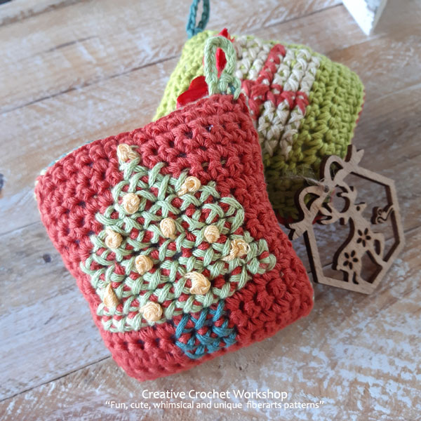 Christmas Tree Money Pillow - Free Crochet Pattern | Creative Crochet Workshop #freecrochetpattern #crochet #CALCentral #HolidayStashdown2019 #HolidayStashdown @creativecrochetworkshop
