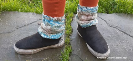 Knitted Trendy Ankle Warmers - Free Knit Pattern | Creative Crochet Workshop #freeknitpattern #knit #knitaccessory #knitted @creativecrochetworkshop
