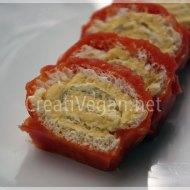 Enrollados de hummus con gelatina de tomate