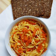 Tallarines con salsa de zanahoria al vino blanco