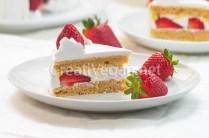 Tarta de fresas con nata vegana