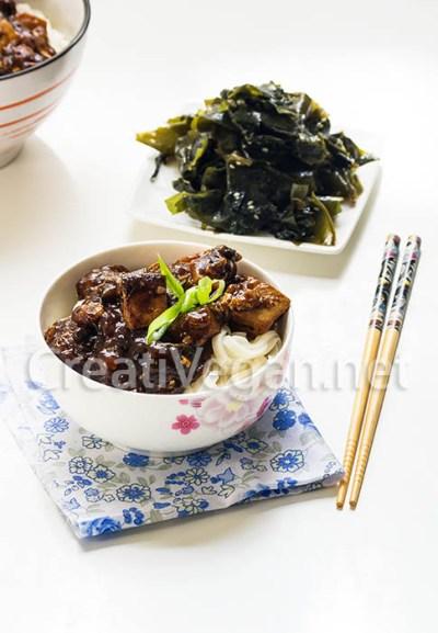 Jjajangmyeon (fideos con salsa de judías negras)