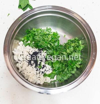 Relleno de tofu con hierbas para fatayer vegetal