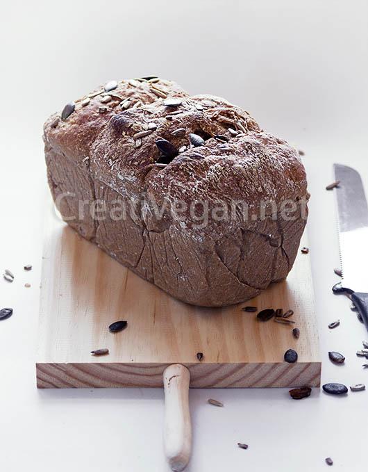 Pan de centeno y trigo con quinoa inflada, semillas de calabaza