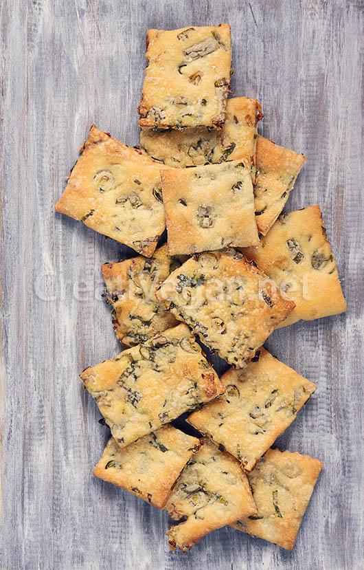 Crackers o galletas saladas crujientes de spring onion
