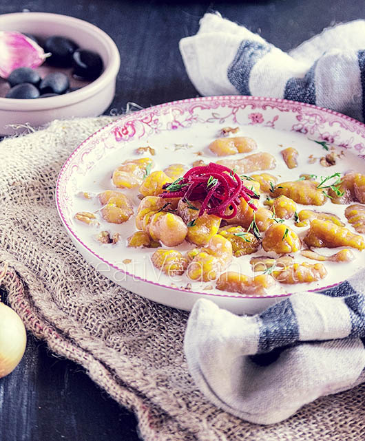 Gnocchi de calabaza potimarron con nata vegetal al cardamomo y nueces - CreatiVegan.net