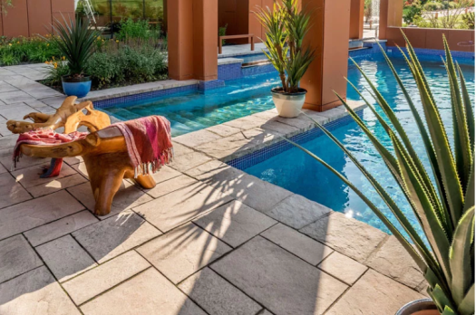 Techo-bloc offers the product for a tropical outfit!
