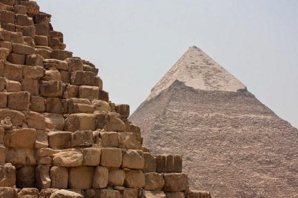 pyramids-giza-12