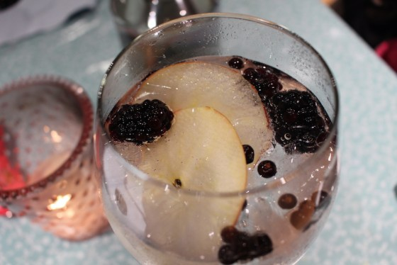 a picture of garnished autumn gin with blackberries