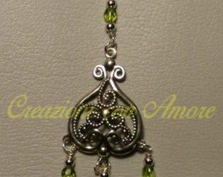 orecchini con pendenti verdi
