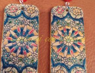 Orecchini rettangolari dipinti a mano in legno