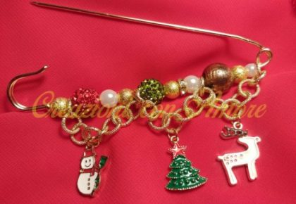 Spilla da balia natalizia con catena fatto a mano