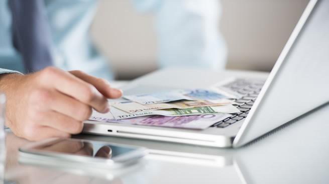 19 formas sencillas de ganar dinero desde casa   CreceNegocios