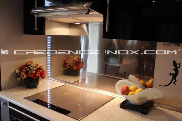 agrandir la cuisine avec une credence inox miroir tout savoir sur la credence et le plan de travail en inox