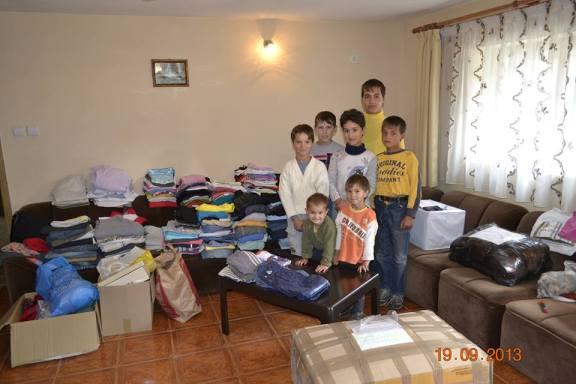 Cei 7 orfanii din Agnita * Prin intermediul mai multor oameni inimosi, au primit hainute si alte lucruri de folos * www.credinta-ortodoxa.com