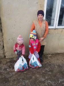 33 de copii din localitatea Cotu lui Ivan - Golăieşti au primit daruri din partea Parohiei Straubing