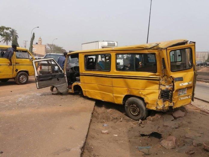 Many injured as Trailer rams into cars in Oworonshoki, Lagos