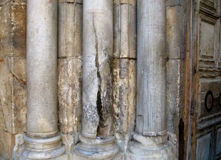 Biserica Sfantului Mormant - coloana din care a iesit Sfanta Lumina