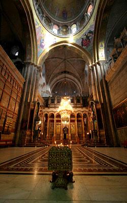 Biserica Sfantului Mormant - Biserica Invierii, privita din naos, spre Altar