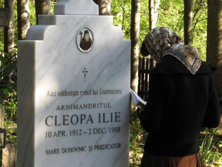 Mormantul Parintelui Cleopa Ilie - rugaciune