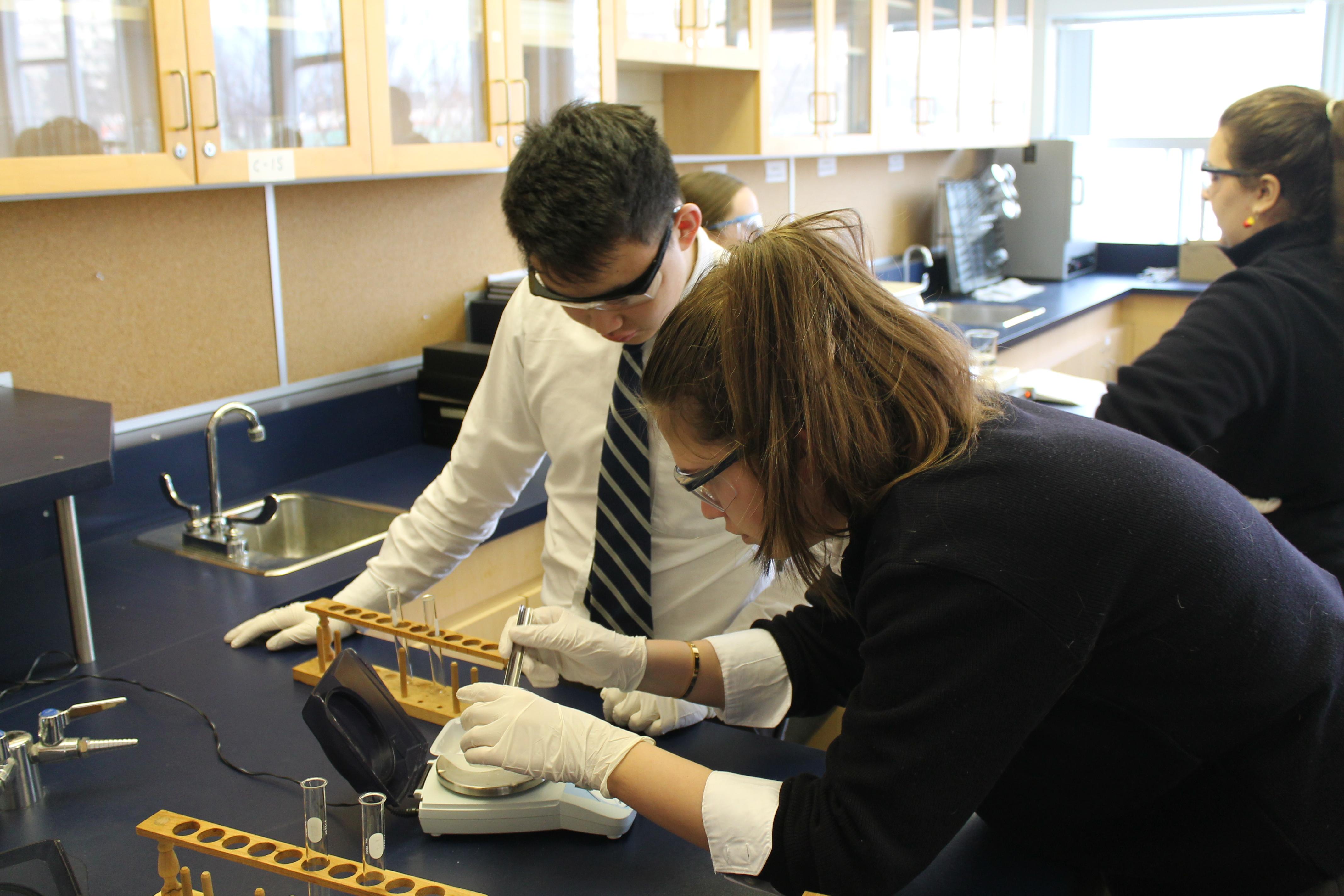 Grade 12 Chemistry Students Make Aspirin – CRESTWOOD