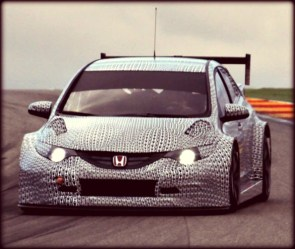 Honda-WTCC-Civic-2014-test-car-13
