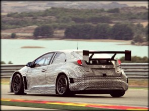Honda-WTCC-Civic-2014-test-car-23