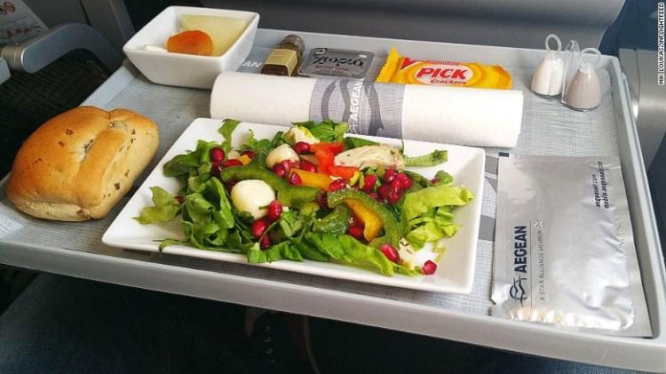 Tα γεύματά της εκπροσωπούν επάξια την ελληνική κουζίνα και τα ελληνικά προϊόντα στους αιθέρες.