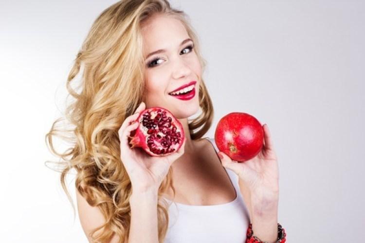 girl-eating-pomegranate