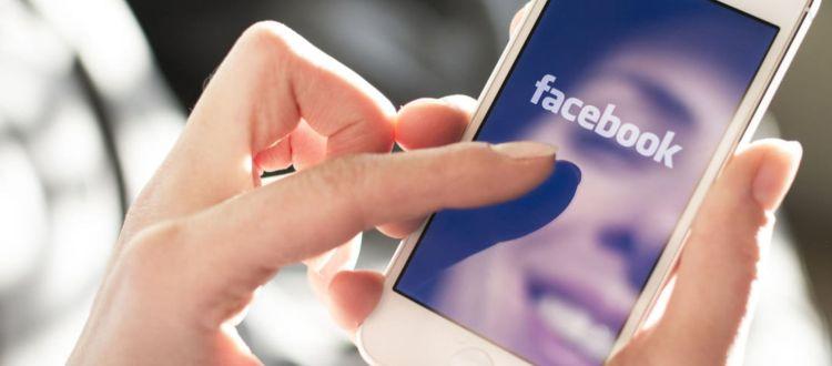 Το Facebook απαγορεύει τα iPhone