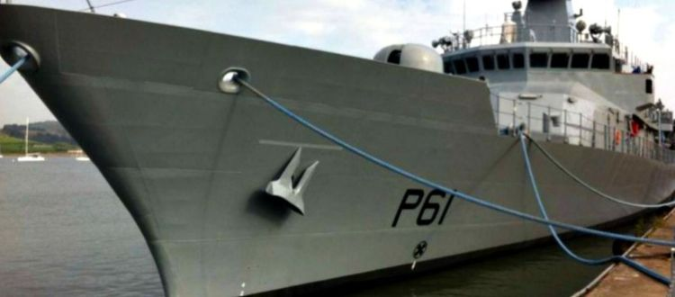 Πώς «παρκάρουν» τα πολεμικά πλοία