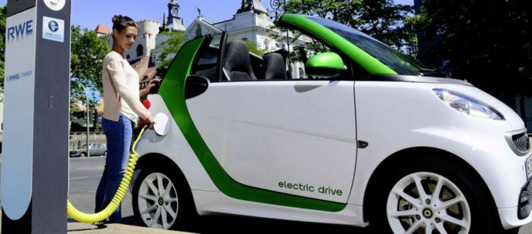 Σχεδιάζουν κίνητρα για ηλεκτρικά αυτοκίνητα