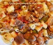 Νηστίσιμη σάλτσα για ζυμαρικά (και όχι μόνο) με καλοκαιρινά λαχανικά και καρύδια