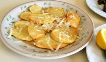 Τηγανητές πατάτες με τριμμένο τυρί