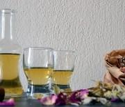 Το σαρανταβότανο ή σαρανταδέντρι κι ένα χωνευτικό λικέρ με βότανα