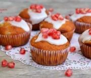 Muffins με ελαιόλαδο, γιαούρτι, ρόδια και γλάσο βανίλιας