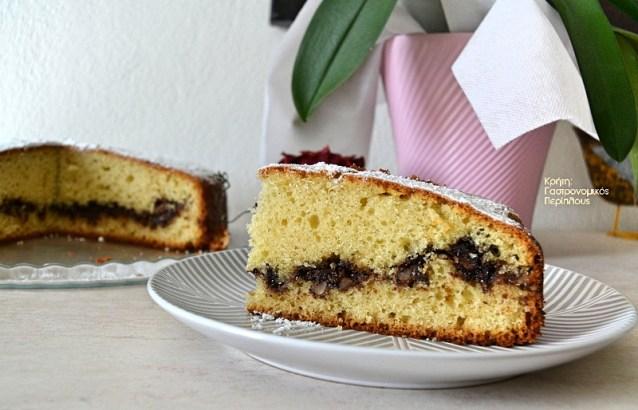 Κέικ γεμιστό με καρύδια και σοκολάτα