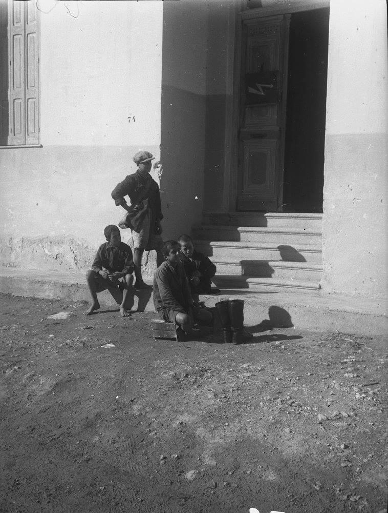 Κρήτη 1941. Λουστράκια στο Ηράκλειο
