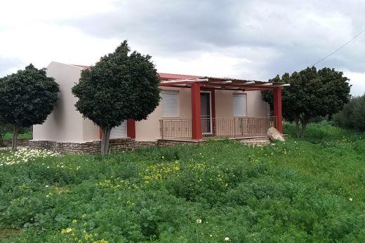 Country house at Kokkinos Pyrgos beach