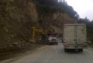 Cierran ruta 32 por derrumbe en las cercanías del túnel Zurquí. Imagen con fines ilustrativos / Archivo CRH