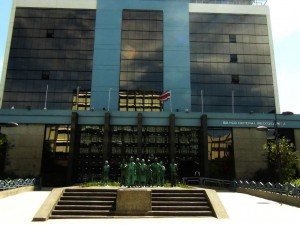 Para que los eurobonos sean efectivos, el Banco Central y el Ministerio de Hacienda tendrían que implementar una serie de medidas, dicen investigadores de la UNA.
