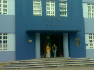 Ministerio de Salud clausura fábrica de productos naturales en Heredia.