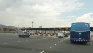 Aunque han habido denuncias y omisiones, el Gobierno está satisfecho con la fiscalización de peajes en la ruta 27. (Archivo CRH)