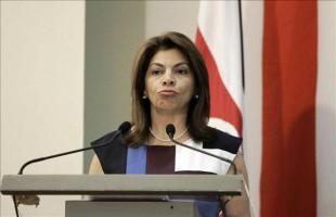La presidenta de Costa Rica Laura Chinchilla habla en una rueda de prensa, el martes 1 de octubre de 2013, en San José (Costa Rica). EFE