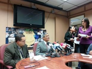 Conferencia de prensa con el subdirector del OIJ, Gerald Campos y el Fiscal General, Jorge Chavarría. Foto CRH
