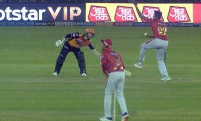 IPL 2019: David Warner Saves Himself From Being Mankaded by Ashwin